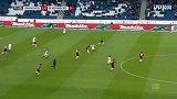 第71分钟汉诺威96球员维默尔抢断成功