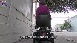 在特斯拉上加个装置,让残疾人也能开上车,怎么做到的