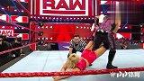 WWE中国-20190416-RAW:莱西埃文斯边绳跳转释放炫酷圆月 三秒压制娜塔莉亚
