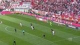 第56分钟杜塞尔多夫球员亨宁斯进球 杜塞尔多夫1-0汉诺威96