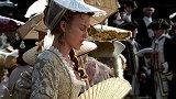 加勒比海盗:伊丽莎白参加典礼,这炎炎太阳,太折磨人了!