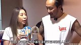 49岁郑中基罕露面,发际线后移太夸张,搭讪路人遭无视好尴尬!