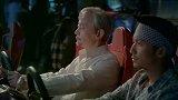 决战食神:葛优太搞笑了,到游戏厅玩赛车,开导徒弟!