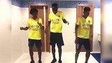 踢得了足球玩得了抖音 球员们歌舞升平的日常