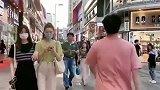 解锁撩妹新技能,与闺蜜逛街,遭帅气小哥强撩!