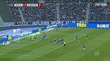 第64分钟汉诺威96球员奥斯楚莱克射门