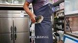 日本大厨现场处理河豚鱼,一份套餐850,入口即化很鲜美!