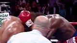 泰森与布鲁诺在对战前,布鲁诺的战绩是32场比赛31场获胜,所有人都看好他,但是偏偏遇到了泰森……泰森 拳击 猛男