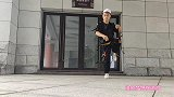 农村小伙独自练习88步鬼步舞,一踩一滑真神奇,功夫尽在脚下