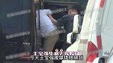 王宝强去看病女友冯清贴心陪伴,诊所拥挤不堪,病床一个挨一个