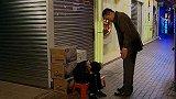 荣归:李国荣安顿好小宝,去棋牌室找阿媚,回来小宝睡着了