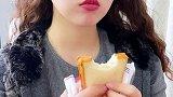 """西瓜吐司 香气四溢,直击味蕾,西瓜味小面包~据说打""""mb""""能出现面包的一定爱吃! 光盘行动"""