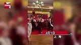 男同事年会上穿旗袍高跟鞋跳《夜上海》,动作妖娆惹全场爆笑