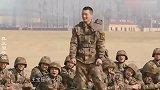 王宝强的功夫有多强?在部队表演武术获称赞,与王一博共同耍醉剑