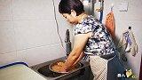 做法简单开胃又下饭,难怪凉拌自制豆皮大人小孩都喜欢