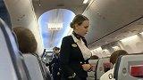 今天坐飞机回国,俄罗斯的空姐真漂亮,让我有了心动的感觉!