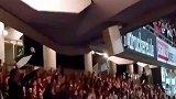 吃惊!球场律动变成QQ糖 法兰克福球迷在看台唱歌助威