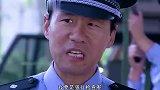 劫匪冒充公安拿AK,拦下武警运钞车强行检查,军官这样做