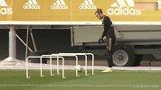 实锤!被足球耽误的高尔夫球手 贝尔竟在皇马训练场玩起了推杆