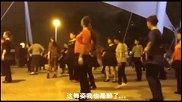 搞笑奇趣-邓紫棋《喜欢你》广场舞版,竟然完全都在拍子上,这优美的舞姿看得醉